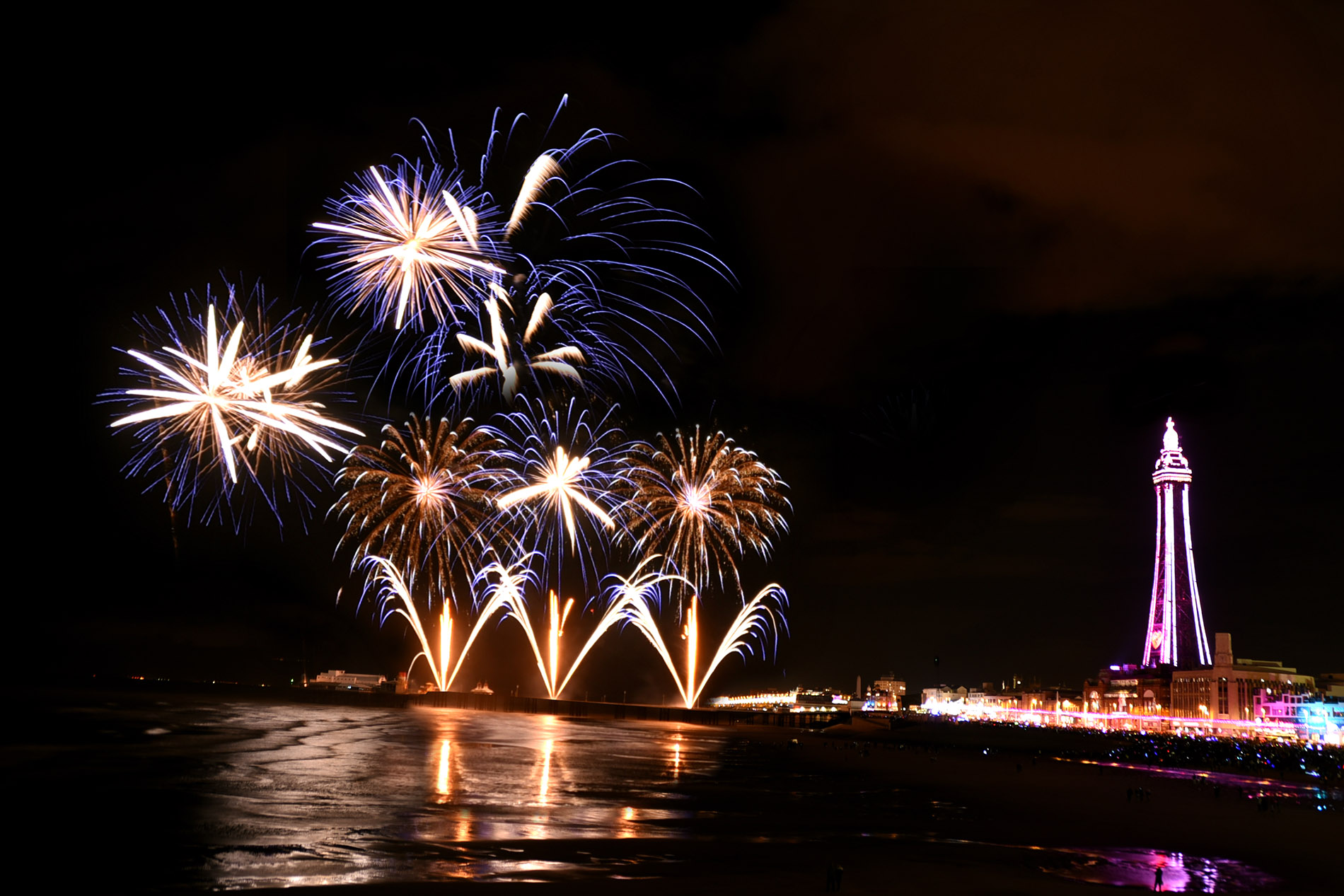 titanium-fireworks-gallery-blackpool-october-2016-4-1900px