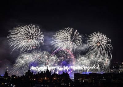 London_New_Year_Fireworks_2017_Titanium6
